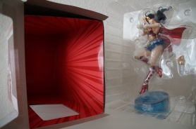 Bishoujo Armored Wonder Woman: Unboxing, inside the box